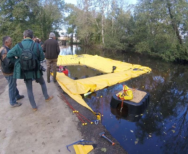 U-vormige kofferdam - Ondersteund op één bank - Moulin de la Forge de Rancogne