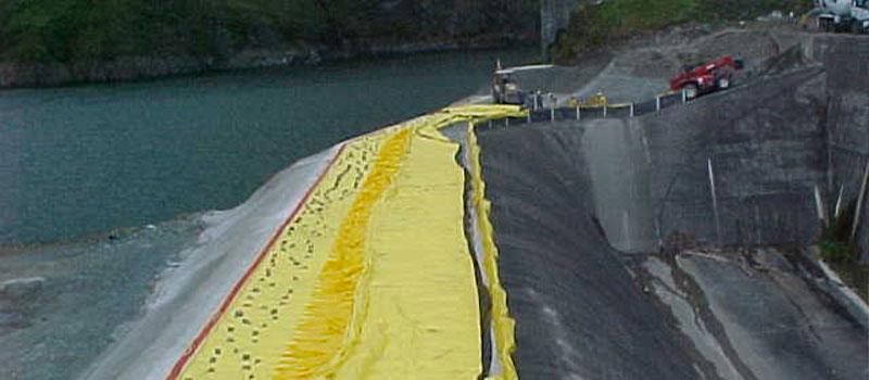 Fortuna-dam   Panama   Verhoging van de overlaat van een hydro-elektrische dam.